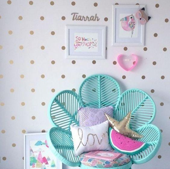 As bolinhas podem ser de diferentes tamanhos e cores para deixar o quarto mais alegre (Fonte: Pinterest)