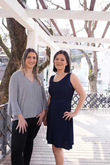 Dra. Josiane Cristine Melchioretto Detsch e Dra. Viviane Yumi Nakatani explicam como evitar o efeito sanfona (Foto: Jessica Bruning)