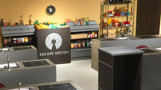 """Cenário do tema """"Escape Kitchen, em que os participantes devem encontrar a comifa envenenada (foto: divulgação)"""